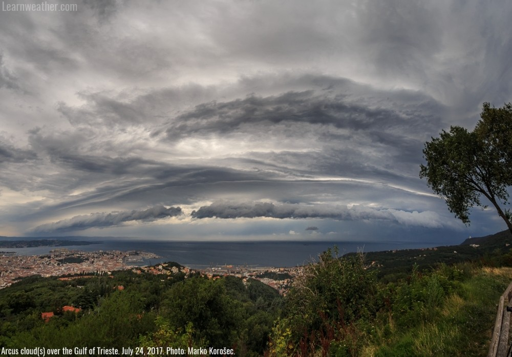 Arcus_clouds_GulfofTrieste_1a_SWE_Korosec