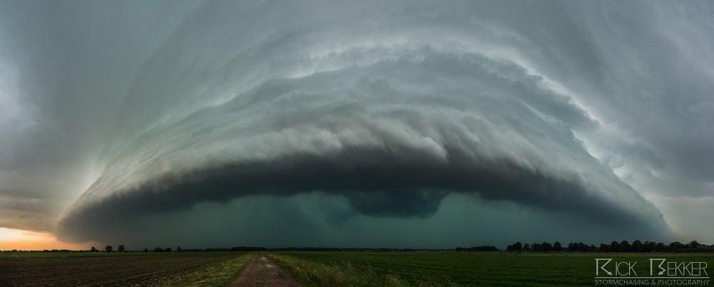 Incoming severe storm Rick Bekker